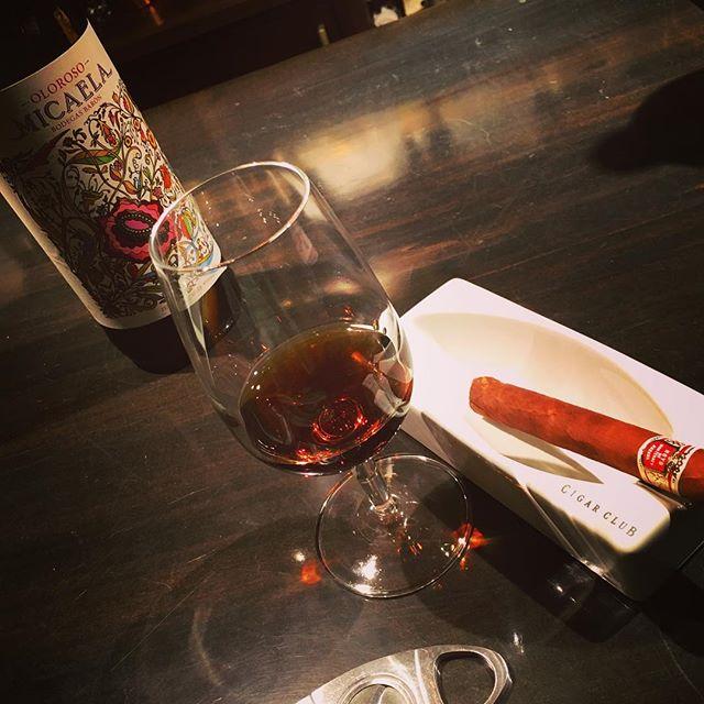It was cheers for good work this week.#bartool #bar #authenticbar #gyoutoku #gyotoku #sherry #oloroso #バーツール #行徳 #市川市 #千葉県市川市 #シェリー #オロロソ #ミカエラ #葉巻 #シガー