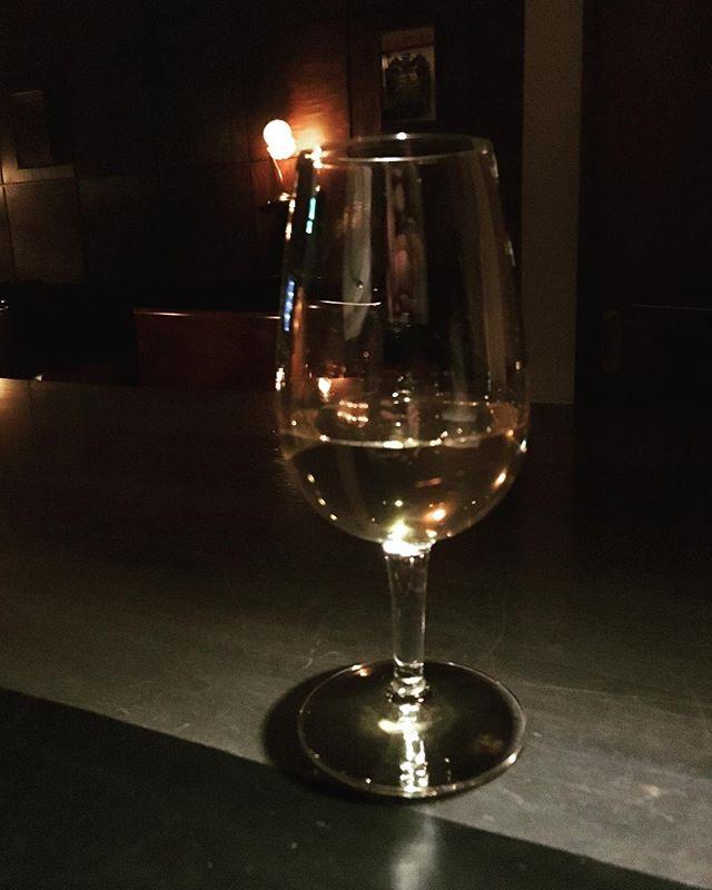 実験成功!! 一見、なんの変哲も無い#ウイスキー のストレートだけれど、こんなに驚いたのは久しぶりかも。また作れるカクテルの幅拡がったなー。変な方向にwwwコレが何かは作るものが出来上がってからリリースしますw#bar #authenticbar #mixology #gyoutoku #gyotoku #whisky  #bartool #ミクソロジー #バーツール #行徳