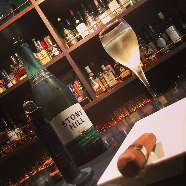 It was cheers for good work this week too!And #goodnight .Hope wonderful day tomorrow.#bartool #bar #authenticbar #gyoutoku #gyotoku #hismastersvoice #victor #nipper #cigar #バーツール #行徳 #ニッパー #ビクター #シガー #葉巻