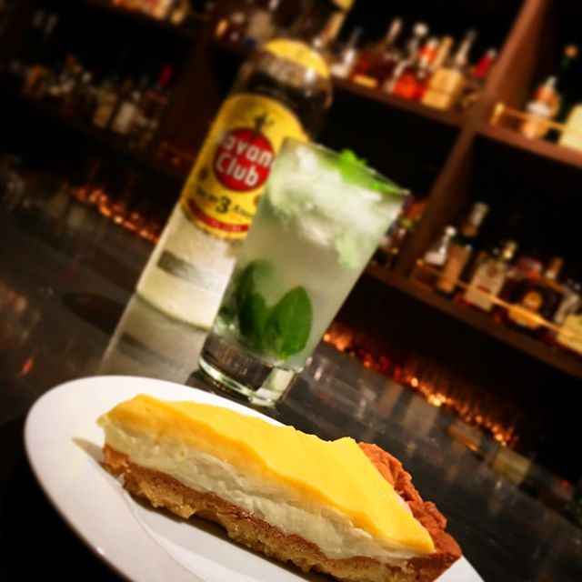 【月イチtarte】クリームチーズとレモンカードのtarte夏らしく、爽やかなレモン香るタルト。夏の定番カクテルとなったモヒートをはじめとするミント系ロングカクテルはいうまでもなく高相性。ちなみにシガーも合わせるとかなりシアワセな時間を過ごせます!やった本人が言うのだから間違いなしw#bar #authenticbar #tarte #homemade #gyoutoku #gyotoku #タルト #行徳 #スイーツ #自家製タルト #自家製スイーツ