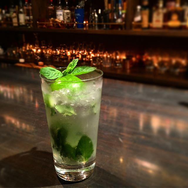 【summer has come!】 どうやら梅雨も明けたようですね…ってとっくに明けていたような気もしないではないので今さら感満載ですが(笑)。 というわけで夏の幕開け!今やド定番と言って差し支えない#モヒート &華やかで美味しいのに世間的には未だマイナー感のある(笑)#ベリーニ などいかがでしょう。#bar #authenticbar #BARTooL #cocktail #freshfruit  #freshfruitcocktail #mojito #belini #バーツール #行徳 #カクテル #フレッシュフルーツカクテル #フレッシュフルーツ #行徳BAR