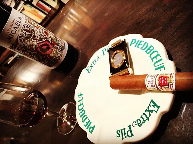 It was cheers for good work this week too.And #goodnight .Hope wonderful day tomorrow.#bartool #bar #authenticbar #cigar #バーツール #行徳 #シガー #葉巻 #行徳BAR