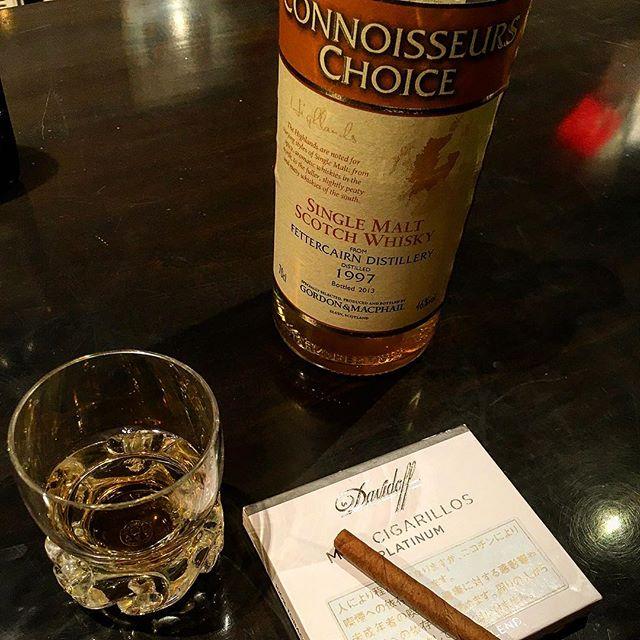 ひさびさに#ダビドフ の#シガリロ 。やっぱ美味しい。#bartool #bar #authenticbar #cigar #バーツール #行徳 #シガー #葉巻 #cigarillo #davidoff #行徳BAR