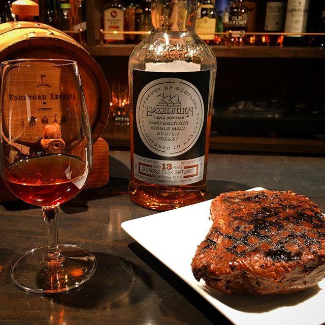 【週末スモーク】牛モモ肉 ver 1.01今週も燻しております。今回は#ピートパウダー のみ使用。ローズマリーはあまりに繊細にしか香らなかったのでピートのみにしました。量の問題もあるのでまた次回リトライしますが。今回ご提案するペアリングは#ヘーゼルバーン 。その理由はお越しになったときにでも。#bar #authenticbar #singlemalt  #scotch #whisky #hazelburn #smoke #バーツール #行徳 #行徳BAR #燻製 #barfood