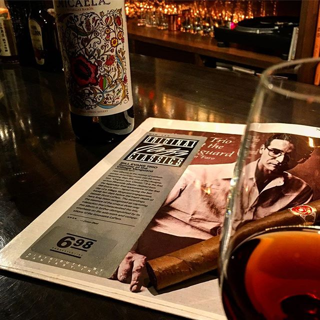 It was cheers for good work this week too.And #goodnight .Hope wonderful day tomorrow.#bartool #bar #authenticbar #cigar #sherry #oloroso #bodegasbaron #バーツール #行徳 #シガー #葉巻 #シェリー #オロロソ #バロンミカエラ #行徳BAR