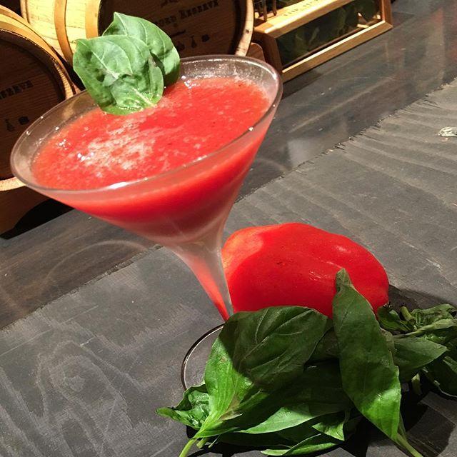 【cocktail】サンマルツァーノトマトのブラッディ・メアリー加熱してポテンシャルを発揮するサンマルツァーノトマト。シンプルに#ブラッディメアリー で。#bar #authenticbar #bartool #cocktail #freshfruit  #freshfruitcocktail #freshfruitscocktail #freshfruitscocktails #freshfruits #bloodymary #mixology #バーツール #行徳 #行徳BAR #カクテル #フレッシュフルーツカクテル #フレッシュフルーツ #ミクソロジー
