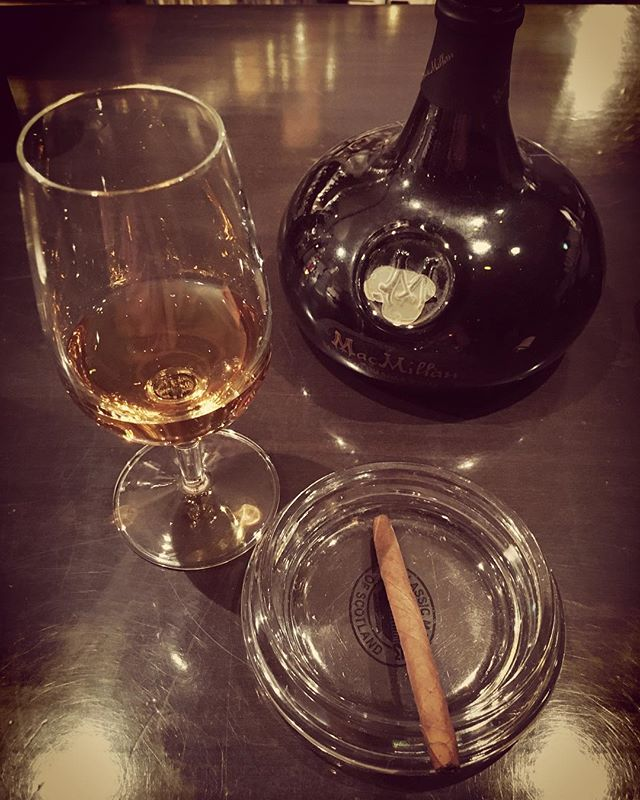 It was cheers for good work this week too.And #goodnight .Hope wonderful day tomorrow.#bartool #bar #authenticbar #cigar #calmdown #whisky #バーツール #行徳 #シガー #葉巻 #行徳BAR