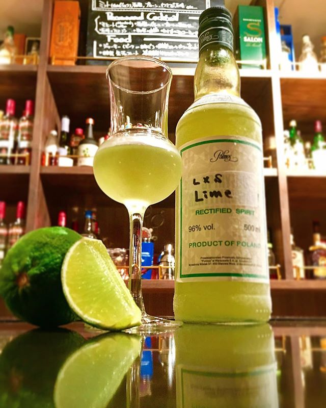 【infusion/ cello】homemade limecelloliquid × solid infusionPesticide-free lime &  spirytus with water#bar #authenticbar #mixology  #bartool #cello #limecello  #infusedfruit #infusion #homemade #ライムチェッロ #インフュージョン #ミクソロジー #バーツール #行徳 #行徳bar