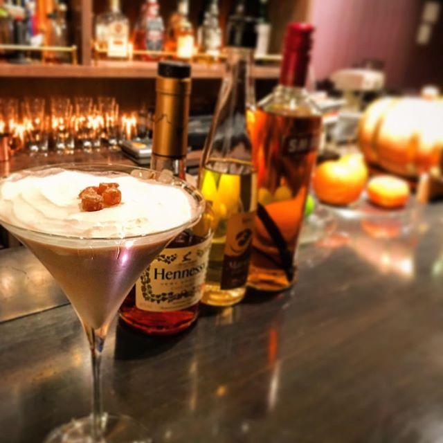 """【cake cocktail】mont blanc cocktaillimited only 12glass !今年もこの季節になりましたね。""""飲むケーキ""""シリーズその1。モンブランです。こちらは例年通り12グラスのみ。#bar #authenticbar #cocktail  #montblanccocktail #montblanc #cakecocktail #mixology #バーツール #行徳 #行徳BAR #カクテル #ミクソロジー #栗 #マロン #モンブラン #モンブランカクテル #船橋 #浦安"""