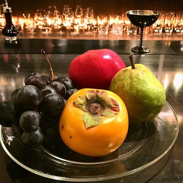"【seasonal frutits】もう11月。秋の味覚の#フルーツ もピークを迎えている印象。Bespoke style、いわゆるオーダーメイドでお作りします。 ""make the one"" for you !#bar #authenticbar #bartool #cocktail #freshfruit  #freshfruitcocktail #freshfruitscocktail #freshfruitscocktails #grenadine #grenadines #pear #lafrance  #persimmon #blackgrapes #mixology #バーツール #行徳 #行徳BAR #カクテル #フレッシュフルーツカクテル #フレッシュフルーツ #ミクソロジー#ザクロ #洋梨 #柿 #巨峰"