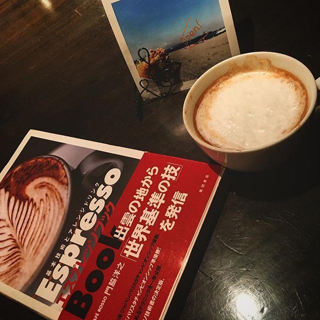 ひさしぶりに#カプチーノ 作ったらエラい事に。完ぺきにフォームドミルクの作り方忘れとる(笑)。ラテアート云々の前にそっちの復習からだ。。。 #bartool #bar #authenticbar #cappuccino #coffee #espresso #コーヒー #エスプレッソ #バーツール #行徳 #行徳BAR #浦安 #船橋