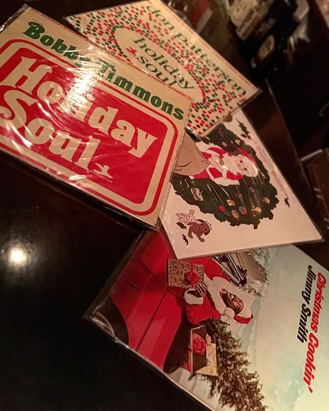 そろそろこんなアルバムをかける時季ですね(遅い)。 しかし#cdプレーヤー がまだ帰ってこない…5周年に間に合うんだろうか…ああいう日に#レコード のみって手間がなー。。。 #bartool #bar #authenticbar #LP #record #holidaysoul #bobbytimmons #donpatterson #johnzorn #jimmysmith #christmasalbum #christmas #ジミースミス #クリスマスアルバム #クリスマス #バーツール #行徳 #行徳BAR #浦安 #船橋