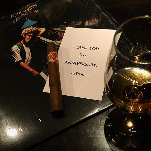 It was cheers for good work this week too !!And #goodnight .Hope wonderful day tomorrow.#bartool #bar #authenticbar  #tomwaits #LP #record #cigar #calmdown #whisky #バーツール #行徳 #トムウェイツ #レコード #シガー #葉巻 #行徳BAR #浦安 #船橋