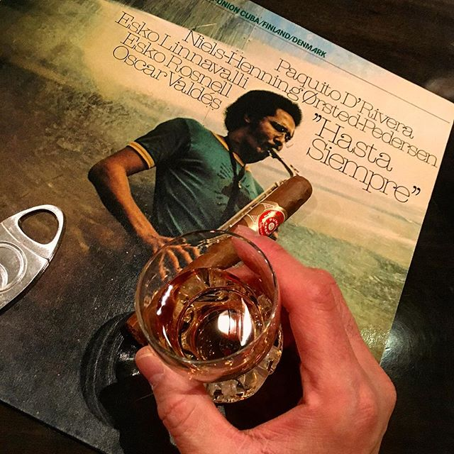 It was cheers for good work this week too .And #goodnight .Hope wonderful day tomorrow.#bartool #bar #authenticbar  #cigar #calmdown #record #lp #whisky #バーツール #行徳 #ウイスキー #シガー #葉巻 #レコード #音楽 #行徳BAR #浦安 #船橋
