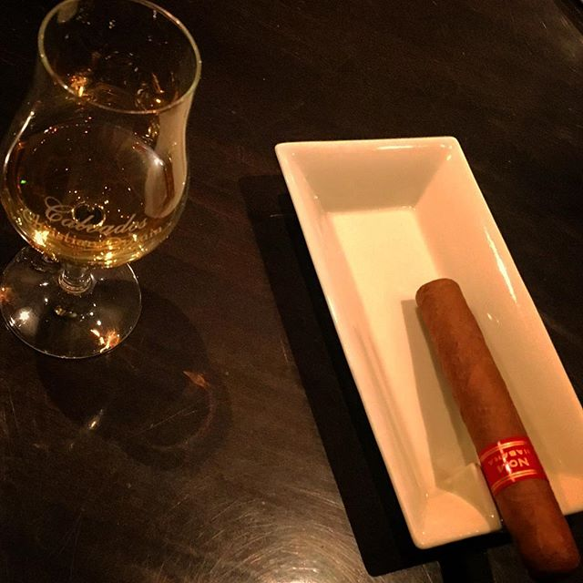 It was cheers for good work this week too !And #goodnight .Hope wonderful day tomorrow.#bartool #bar #authenticbar  #cigar #calmdown #record #バーツール #行徳 #シガー #葉巻 #行徳BAR #浦安 #船橋