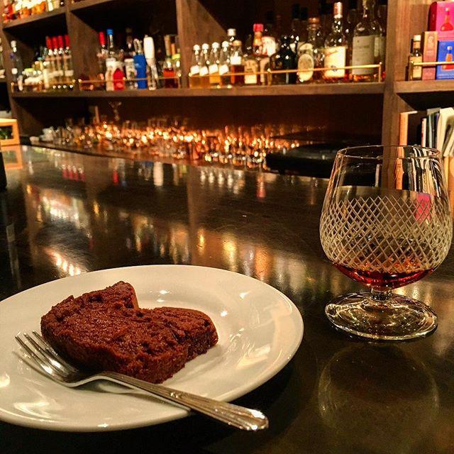 【valentine day】毎年恒例、チャームが#チョコレート に変わる日です。今年は#ガトーショコラ 。今までになくレアで濃厚な仕上がり。ぜひブランデーやウイスキーと合わせていただきたいです。もちろんシガーとの相性は抜群です。#bar #authenticbar #bartool #chocolate #chocolat #gateauchocolat #gateauauchocolat #gâteauchocolat #gâteauauchocolat #valentinesday #valentine #バレンタインデー #バレンタイン #行徳 #行徳bar #船橋 #浦安