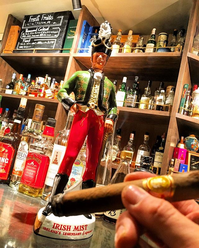 It was cheers for good work this week too.And #goodnight .Hope wonderful day tomorrow.#bartool #bar #authenticbar  #cigar #calmdown #irishmist #liqueur #バーツール #行徳 #シガー #葉巻 #アイリッシュミスト #リキュール #行徳BAR #浦安 #船橋