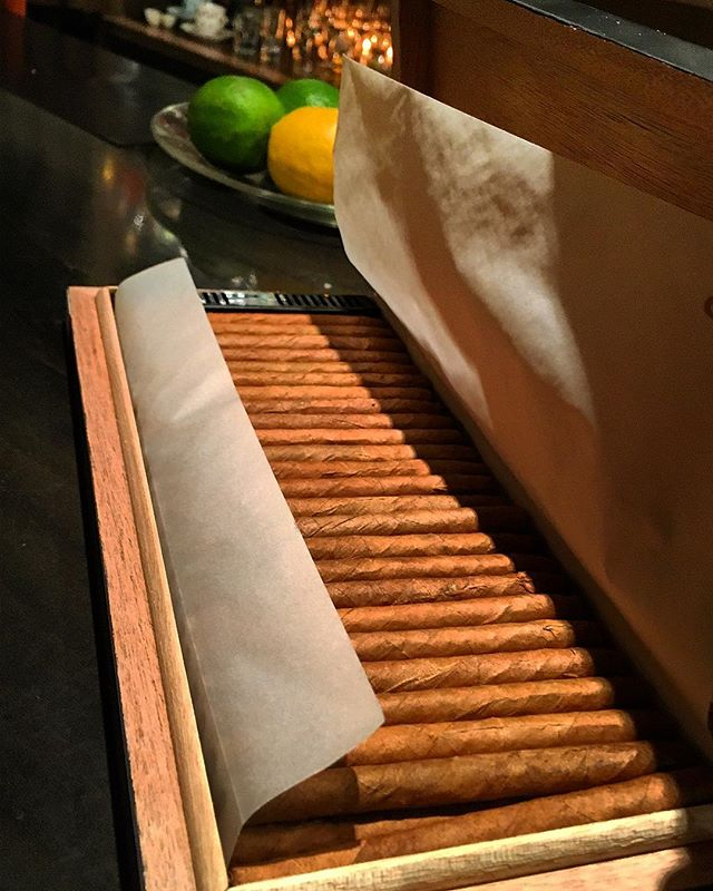 It was cheers for good work this week too !And #goodnight .Hope wonderful day tomorrow.#bartool #bar #authenticbar  #cigar #cigarillo #cohiba #calmdown #record #バーツール #行徳 #シガー #葉巻 #シガリロ #コイーバ #行徳BAR #浦安 #船橋