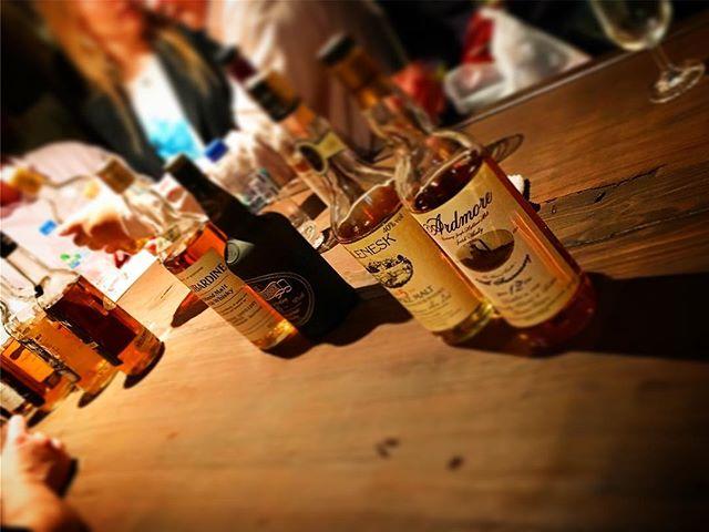 本日は偉大なウイスキー評論家、故・Michael Jacksonのバースデイを祝ってのオールドボトル試飲会。Slàinte mhath!#bar #authenticbar #bartool #slàintemhath #slaintemhath #slainte #scotch #singlemalt #singlemaltwhisky #whisky #michaeljackson #スコッチ #スコッチウイスキー #ウイスキー #シングルモルト #シングルモルトウイスキー #マイケルジャクソン #行徳 #行徳bar #船橋 #浦安