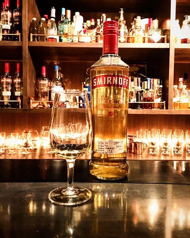 【infuse】original compound gin no.1初めっからキレイには作れないものだなー(苦笑)。しばらく置いてまとまるかどうか。#bar #authenticbar #mixology  #bartool #gin #originalgin #smirnoff #smirnoffvodka #infuse #infusion #homemade #ジン #オリジナルジン #インフュージョン #ミクソロジー #バーツール #行徳 #行徳bar #船橋 #浦安
