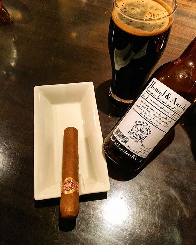 It was cheers for good work this week too .And #goodnight .Hope wonderful day tomorrow.#bartool #bar #authenticbar  #cigar #calmdown #record #バーツール #行徳 #シガー #葉巻 #行徳BAR #浦安 #船橋