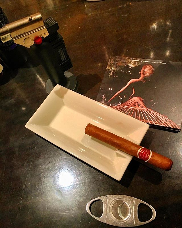 It was cheers for good work this week too!And #goodnight .Hope wonderful day tomorrow.#bartool #bar #authenticbar  #cigar #calmdown #record #バーツール #行徳 #シガー #葉巻 #行徳BAR #浦安 #船橋