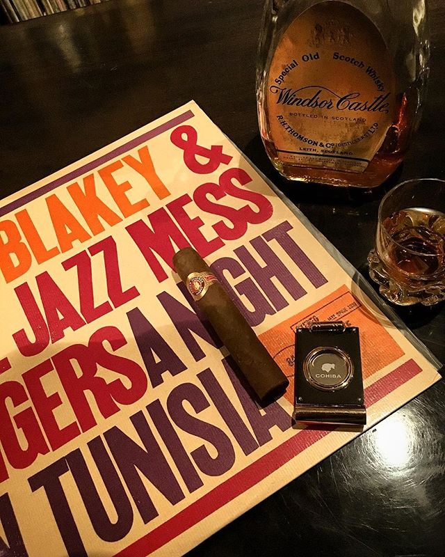 It was cheers for good work this week too.And #goodnight .Hope wonderful day tomorrow.#bartool #bar #authenticbar  #cigar #calmdown #record #バーツール #行徳 #シガー #葉巻 #行徳BAR #浦安 #船橋