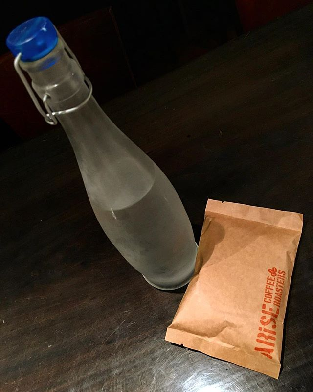 今年は久しぶりに#水出しコーヒー (今は#コールドブリュー って言うんですかね?w)を復活させるか迷い中。とりあえず旧レシピで今の自分がゴーサイン出せるかテスト。#bartool #bar #authenticbar  #icecoffee #icedcoffee #coldbrewcoffee #coffee #バーツール #行徳 #コーヒー #コールドブリューコーヒー #アイスコーヒー #行徳BAR #浦安 #船橋
