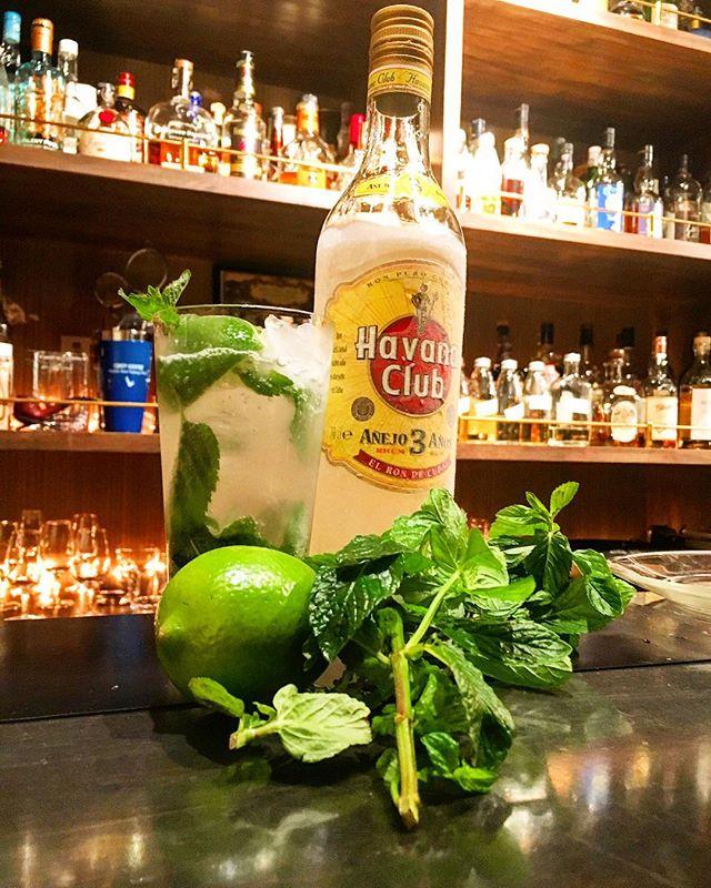 【mint】hierba buenaお待たせしました、今年も三浦半島より直送の#フレッシュミント (#イエルバブエナ)スタートします。上品でありながら芯のしっかりした香りはさすがのひと言。大量ロットでの仕入れは鮮度の問題から行なっておりませんのでなくなる場合もございます。ご了承ください。#bar #authenticbar #cocktail #mojito #rum #havanaclub #mint #freshmint #hierbabuena #herb #freshherb #バーツール #行徳 #行徳BAR #カクテル #モヒート #ラム #ハバナクラブ #ミント #ハーブ #フレッシュハーブ #船橋 #浦安