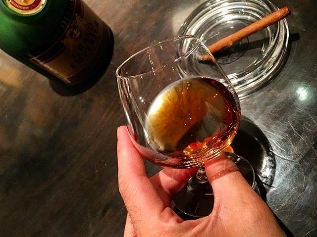 It was cheers for good work this week too.And #goodnight .Hope wonderful day tomorrow.#bartool #bar #authenticbar #cigar #calmdown #バーツール #行徳 #シガー #葉巻 #行徳BAR #浦安 #船橋
