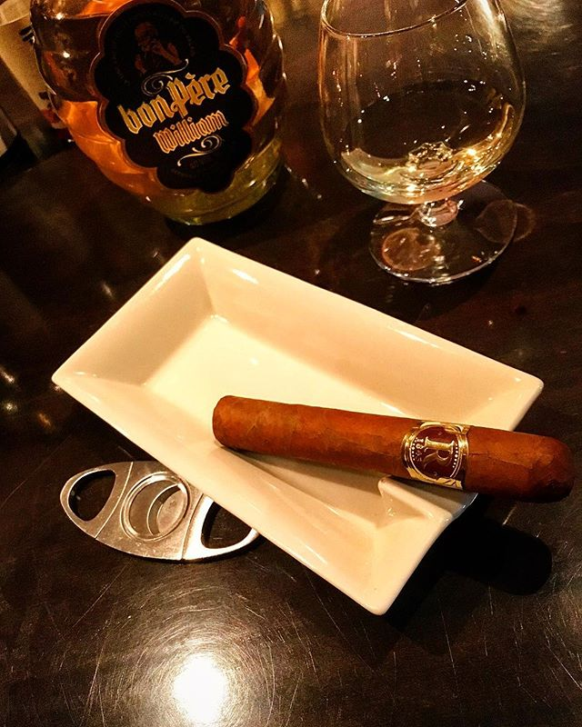 It was cheers for good work this week too!And #goodnight .Hope wonderful day tomorrow.#bartool #bar #authenticbar #cigar #calmdown #バーツール #行徳 #シガー #葉巻 #行徳BAR #浦安 #船橋