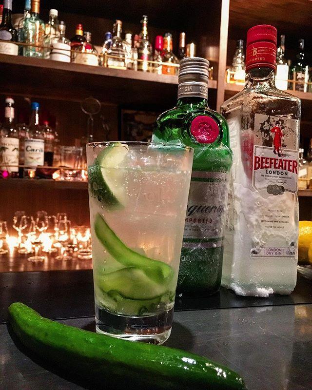 今さらですが営業しております(笑)。で、さらに今さらのキュウリ&ローズウォーターのジントニック作ってみました。夏の定番となった#モヒート も悪くないですがこちらも捨て難い。#ジン をドライシェリーに変えてもオススメです。#bar #authenticbar #bartool #cocktail #gintonic #ginandtonic  #gin #tonicwater #cucumber #cucumbers #cucumbar #rosewater #mixology #バーツール #行徳 #行徳BAR #船橋 #浦安 #カクテル #ジントニック #きゅうり #キュウリ #ローズウォーター #フレッシュフルーツカクテル #フレッシュフルーツ #ミクソロジー