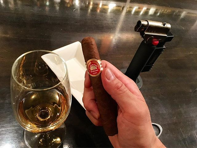 It was cheers for good work this week too.And #goodnight .Hope wonderful day tomorrow.#bartool #bar #authenticbar  #cigar #バーツール #葉巻 #シガー #行徳 #行徳BAR #浦安 #船橋