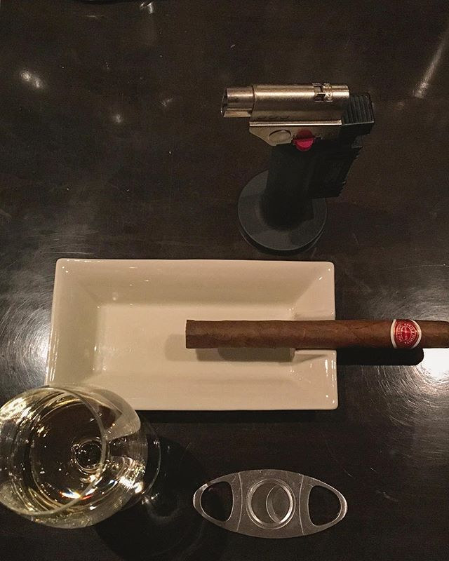 It was cheers for good work this week too!And #goodnight .Hope wonderful day tomorrow.#bartool #bar #authenticbar  #cigar #バーツール #葉巻 #シガー #行徳 #行徳BAR #浦安 #船橋