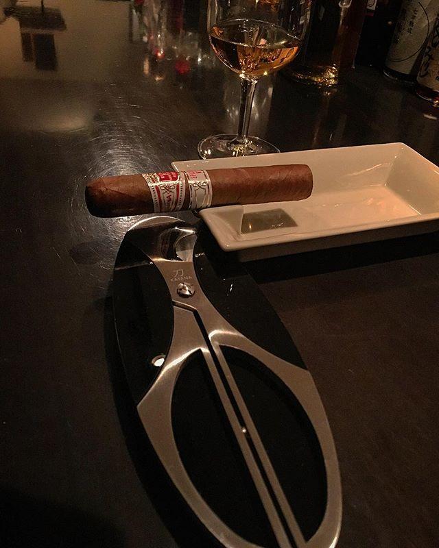 It was cheers for good work this week too.And #goodnight!Hope wonderful day tomorrow.#bartool #bar #authenticbar  #cigar #バーツール #葉巻 #シガー #行徳 #行徳BAR #浦安 #船橋