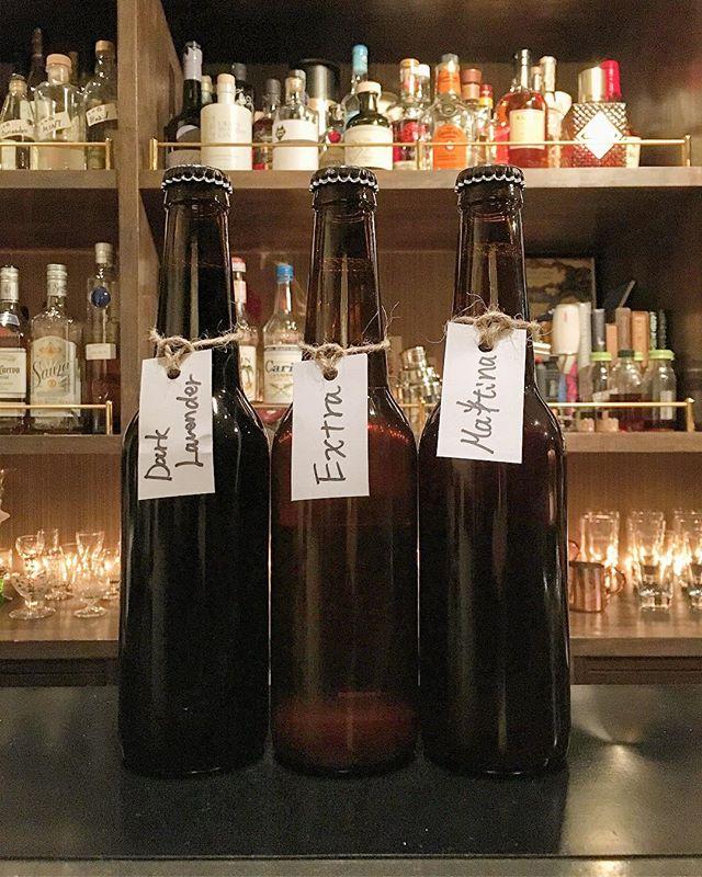 【guest beer】songbird brewery Lavender Dark AleExtraMaltina ソングバードブルワリーさん、秋の新作です。名前通りのラベンダー香るダークエール、ブロンドの上位バージョン的エクストラ、複雑な香味を持つモルティナ。どれも素晴らしい仕上がりですがラベンダーは好みの分かれるところでしょうね。お出しするときにお話ししておりますが、こちらのビールたちはワインに近い愉しみ方が向くビールです。だからなんだって話ですが、「いわゆるビール」的なものを期待すると少しズレるかと思います。香りと余韻を愉しみつつ、ゆっくりとグラスを傾けるのをおすすめ致します。本当はなにかフードがあるととても良いのですが…さすがにそこまではやりたくないです(笑)。 #bartool #bar #authenticbar #beer #microbrewery #craftbeer #bergianbeer #songbirdbeer #クラフトビール #クラフトビア #ベルジャンビール #ベルギービール #ビール #ソングバードビール #ソングバード #マイクロブルワリー #バーツール #行徳 #行徳BAR #浦安 #船橋 #木更津