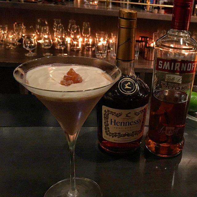 """【cocktail】Mont Blanc cocktailお待たせしました。毎年恒例、""""飲むケーキ""""シリーズをスタートします。例年通りモンブランから。こちらは数量に限りがありますのでお早めにどうぞ。#bar #authenticbar #cocktail #montblanccocktail #montblanc #cakecocktail #mixology #バーツール #行徳 #行徳BAR #カクテル #ミクソロジー #モンブラン #モンブランカクテル #栗 #栗カクテル #船橋 #浦安"""