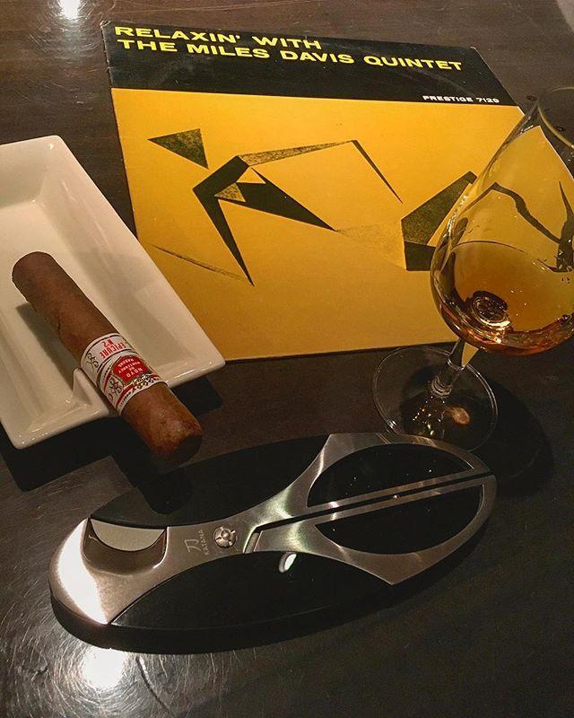 It was cheers for good work this week too!And #goodnight.Hope wonderful day tomorrow.#bartool #bar #authenticbar  #cigar #バーツール #葉巻 #シガー #行徳 #行徳BAR #浦安 #船橋