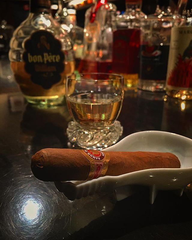 It was cheers for good work this week too.And #goodnight.Hope wonderful day tomorrow.#bartool #bar #authenticbar  #cigar #バーツール #葉巻 #シガー #行徳 #行徳BAR #浦安 #船橋