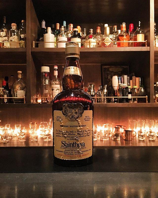 【new arrival blended malt】Slaintheva (80's?) どうにもボトル触った感覚だと70's前半(760mlより前)のような気もするんですが…確証ないです…そもそもこの銘柄があった時期というのがいつからいつまでなのかもわかっておらず。。。ご存知の方、いらっしゃいましたらご教授いただけると幸いです。#bar #authenticbar #bartool #slaintheva #blendedmalt #blendedscotch  #blended #scotch #malt #whisky #oldbottle #スランジーバ # #ウイスキー #ブレンデッド #ブレンデッドウイスキー #バーツール #行徳 #行徳bar #浦安 #船橋